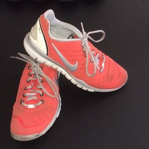 Nike Free TR Fit Coral Sneakers